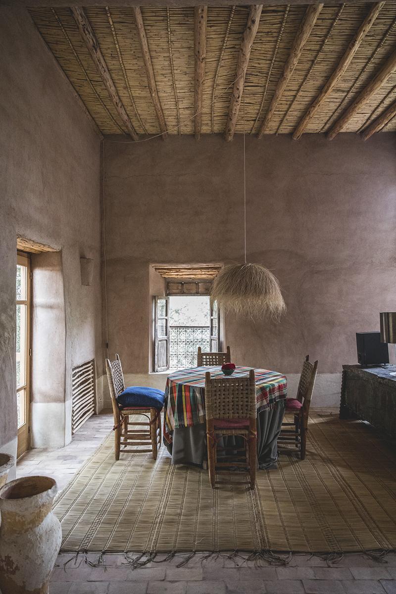 Berber Lodge une ambiance wabi sabi, désert // Murs de terre et nattes en fibres naturelles
