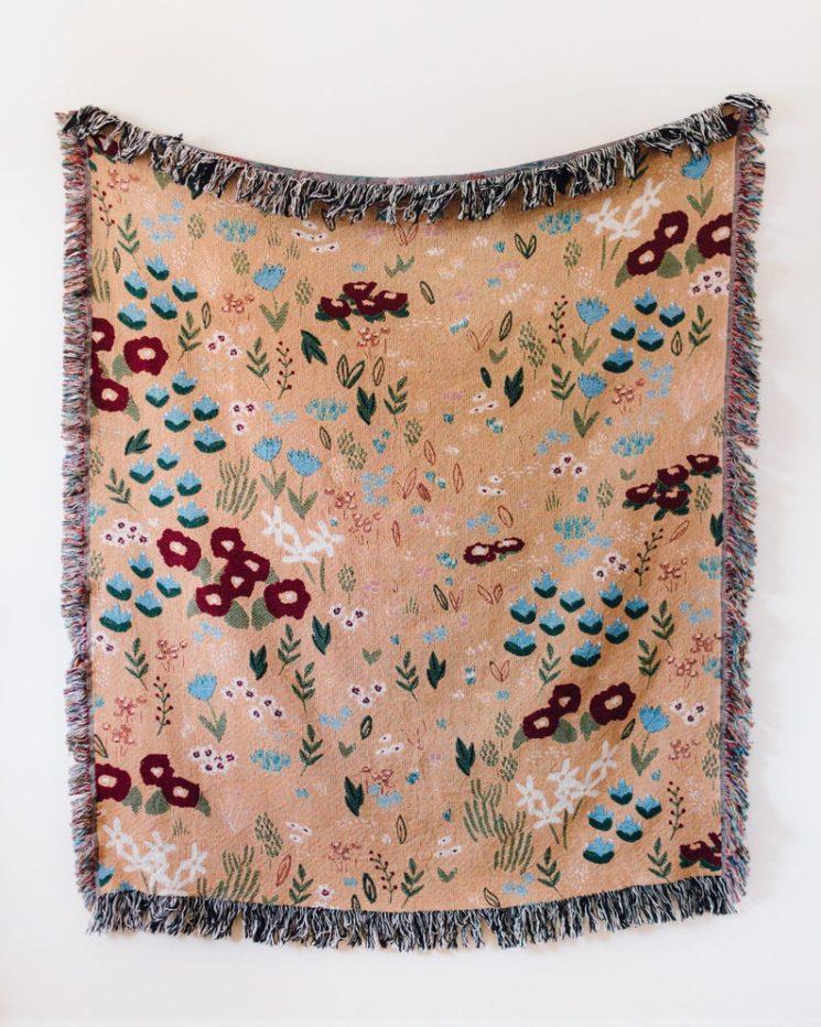 Couverture en coton tissé, aux motifs floraux sur fond pêche, à partir de 73,16 € sur la boutique Etsy Frankie Print Co