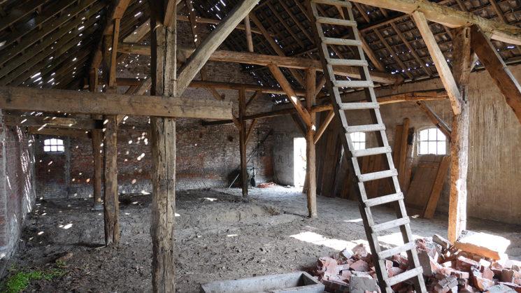Quel rapport les Français ont avec la rénovation de leur logement ? // Ferme avant restauration