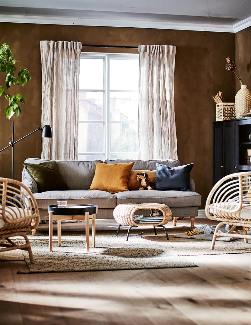 Relooking d'une pièce à vivre par les styliste d'Ikea.Comment avec quelques meubles et accessoires, quelques plantes vertes et des textiles, on peut créer un décor qui ait du caractère