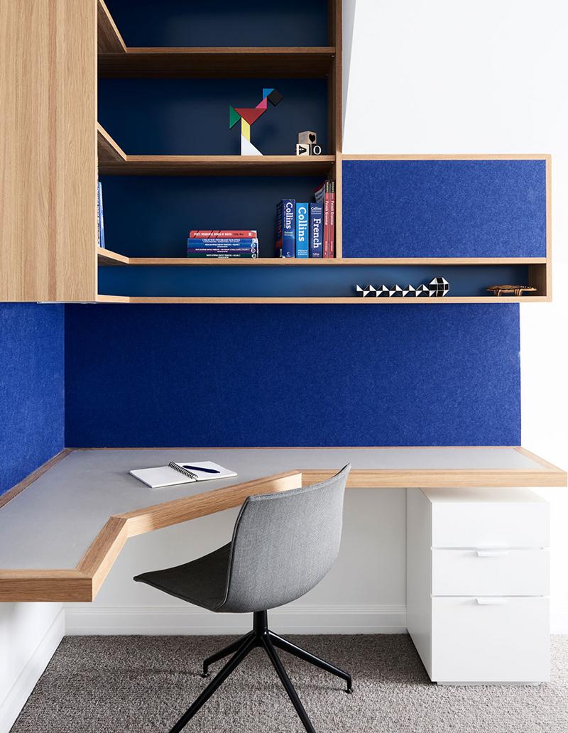 Agencement d'un bureau d'angle dans une chambre de garçon par Windust Architecture & Interiors