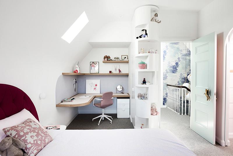 Agencement d'un bureau d'angle dans une chambre de fille par Windust Architecture & Interiors