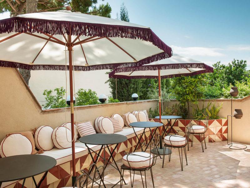 Hôtel La Bionda par le duo de décorateurs Quintana Partners à Begur, Espagne // Un joli patio