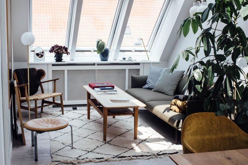 L'appartement de Line Borella à Copenhague, aménagé dans des combles - On notera les belles fenêtres de toit