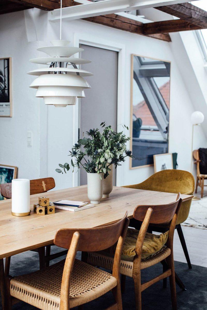 L'appartement de Line Borella à Copenhague, aménagé dans des combles avec de belles fenêtres de toit