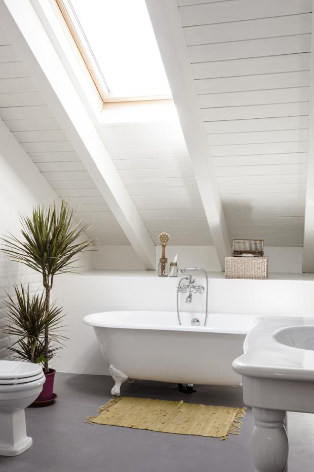 Comme une envie d'une baignoire îlot ou semi-îlot // Archiplan studio - Projet : Appartement Emme Elle
