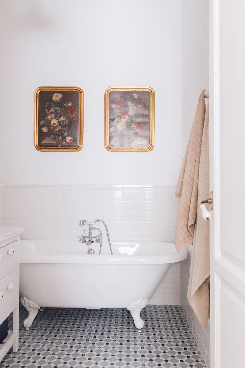 Baignoire îlot vintage pour une salle de bains actuelle