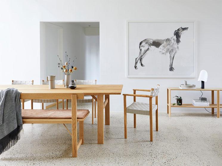 Vers un intérieur plus minimaliste // Catalogue de la marque minimaliste Form and Refine - Photo : Helle Herman Mortensen