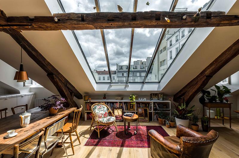 Combles rénovés par l'architecte Mélanie Gonin avec une incroyable verrière de toit, hyper lumineuse