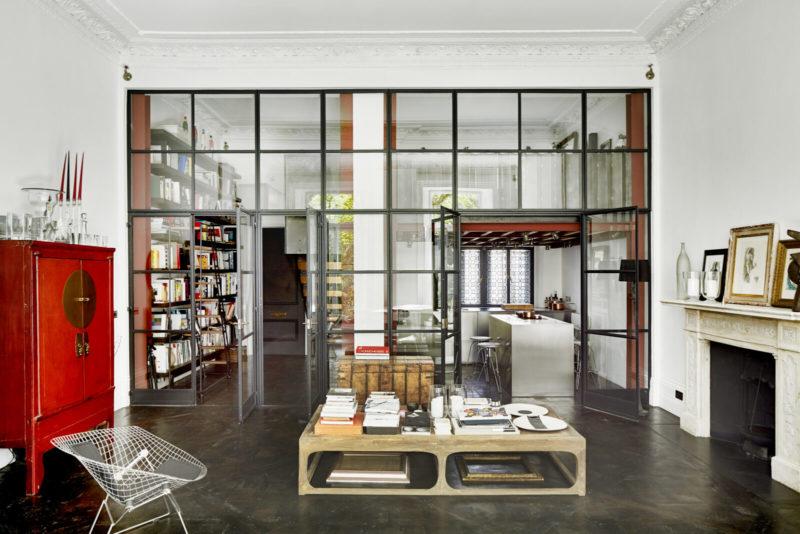 Une verrière atelier impressionnante pour couper l'espace // Un duplex éclectique et stylé dans une ancienne salle de bal à Londres