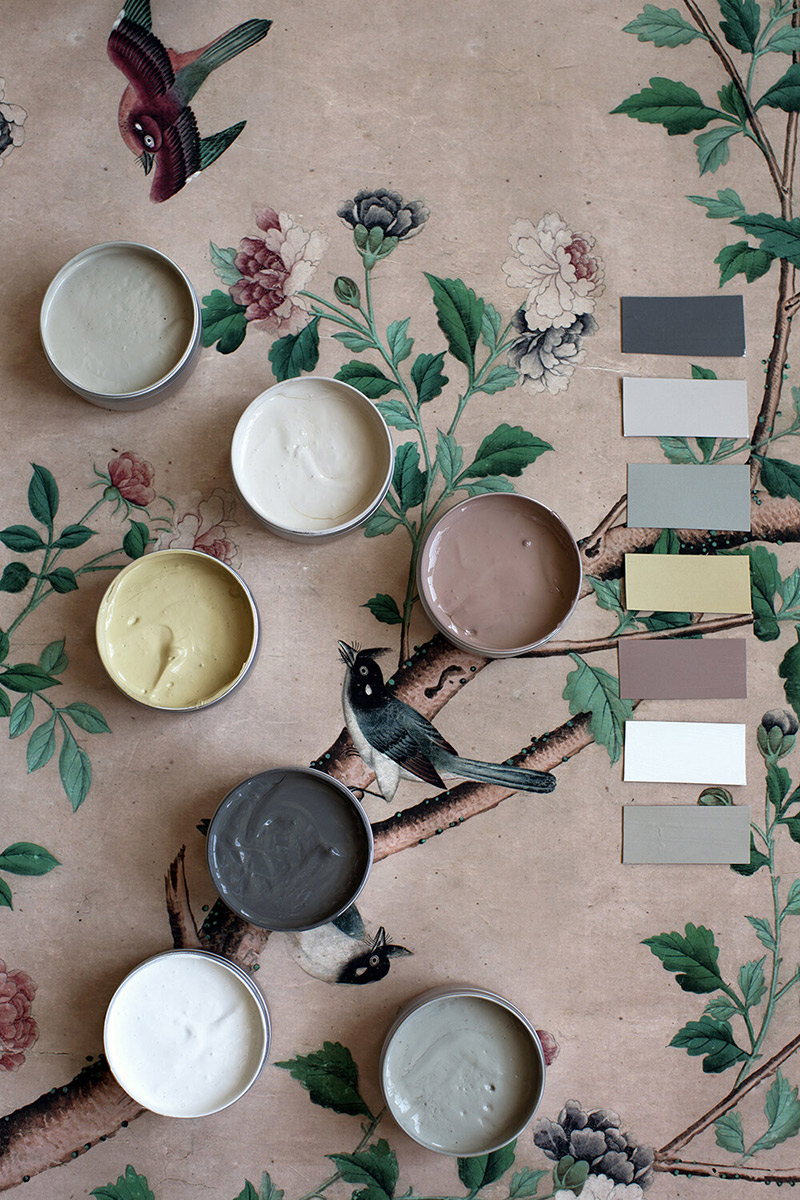 """Les beaux nuanciers de l'atelier Ellis // Palette """"Papier-peint"""" avec des échantillons des teintes Canopy, Warm Mud Brown, Natura, Sabi Grey, Pollen, Cotta et Warm White."""