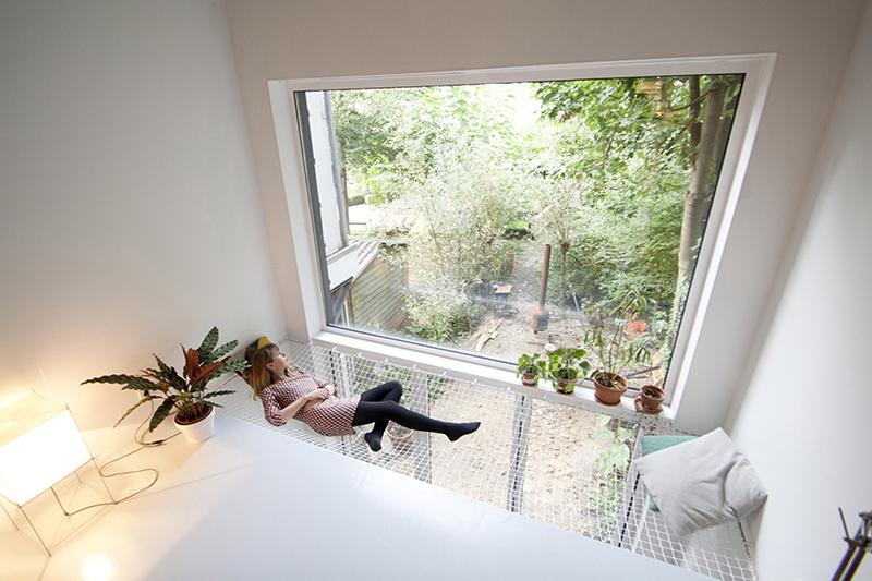 Réhabilitation d'une maison à Rotterdam - Installation d'un filet d'habitation devant une grande baie vitrée