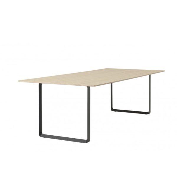 Table rectangulaire en chêne massif, design : Taf Architects pour Muuto