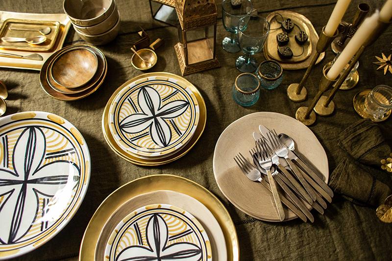 Un Noël gypset avec Caravane // Assiette FLORES et sous-plat doré KANAKA