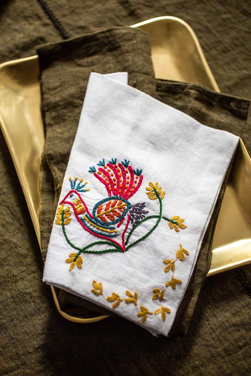 Un Noël gypset avec Caravane // Serviette de table en coton filé, tissé et brodé à la main, PAVAO