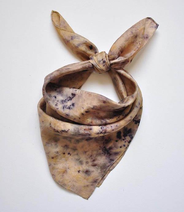 Carré de soie teinté naturellement - Boutique Etsy Woolala Studio