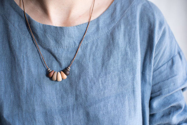 Collier en perles en céramique et chanvre - Boutique Etsy Couleur de terre