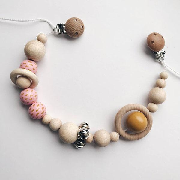 Guirlande de perles en bois pour bébé - Boutique Etsy Illy and mommy