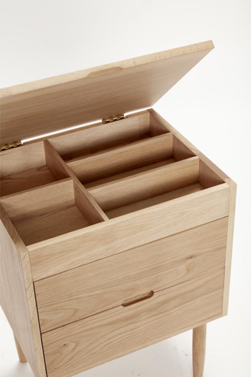 ommode en chêne naturel avec 2 tiroirs, Karen, par la marque danoise Hübsch sur MBS Design, nouveau concept-store en ligne