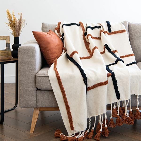 Plaid en coton beige imprimé, Marwa - 49,99 € sur Maisons du Monde