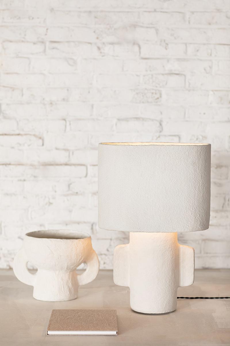 Vase et lampe de table en papier mâché, design Marie Michielssen