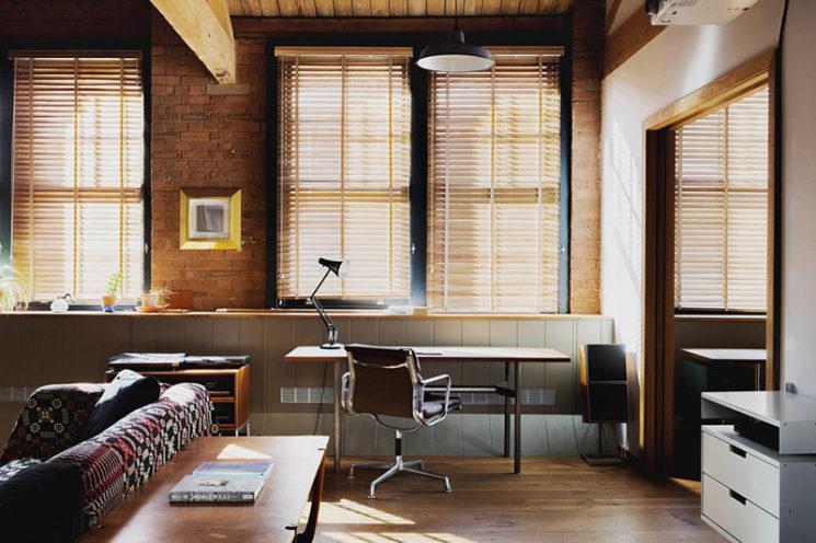 D'anciens entrepôts rénovés en loft de façon contemporaine // Projet Charlotte Road - Agence Emil Eve
