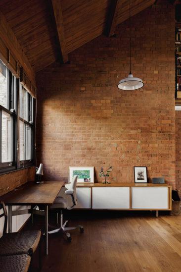 Projet Charlotte Road - Rénovation d'anciens entrepôts victoriens - Agence Emil Eve // Briques, métal, bois et agencements contemporains