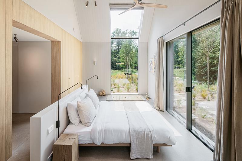 The Dune house par The Loft comme une grange contemporaine // Une chambre ouverte sur la nature