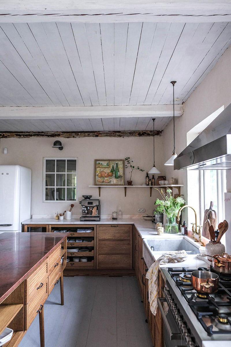 Le style scandi rustique et industriel en déco // La nouvelle cuisine DeVOL du duo d'Our food stories dans leur maison en Suède - Cuisine en bois et marbre