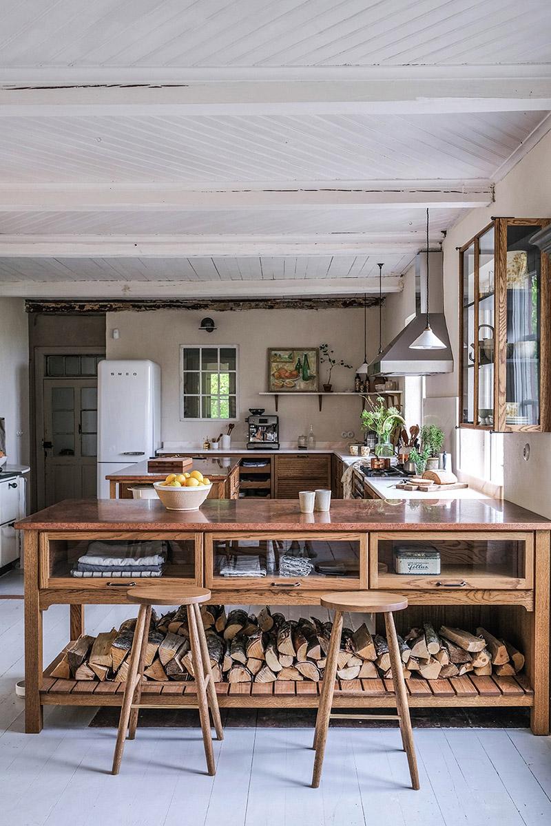 Le style scandi rustique et industriel en déco // La nouvelle cuisine DeVOL du duo d'Our food stories dans leur maison en Suède