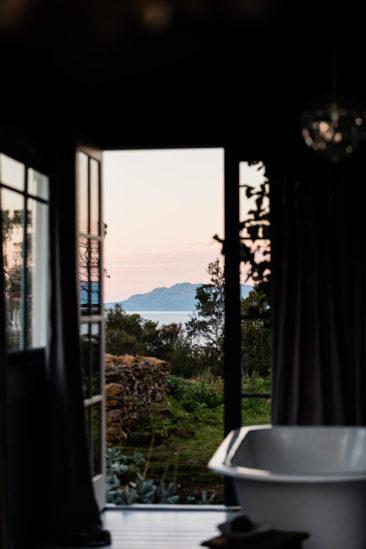 The Burrows, une chambre d'hôtes en Tasmanie // Salle de bains avec vue