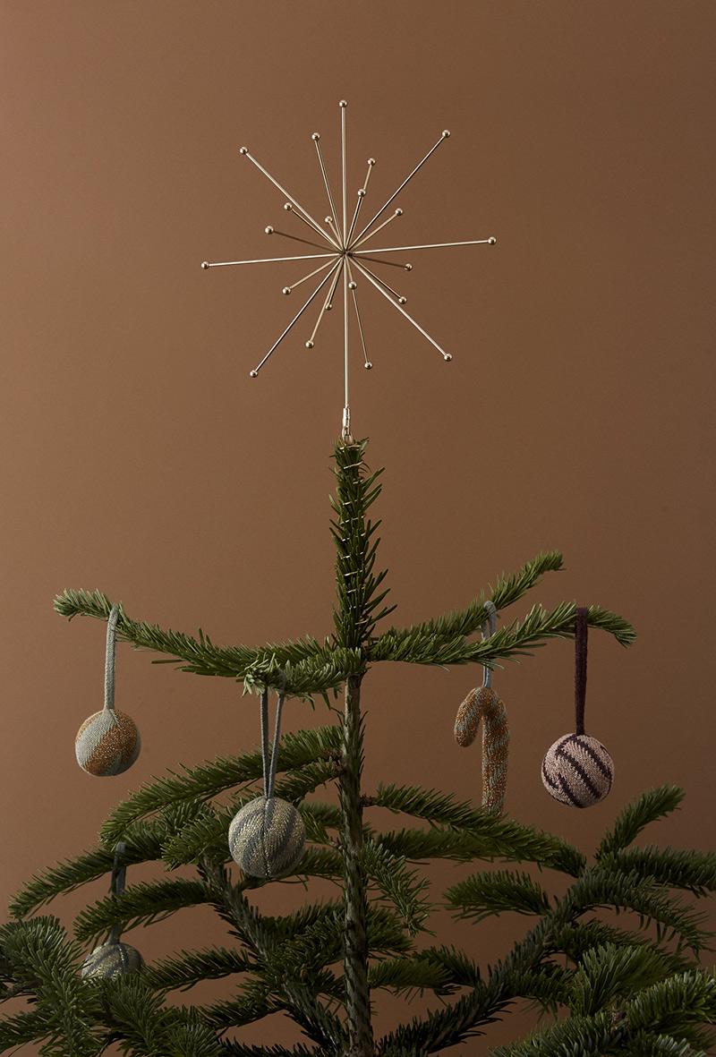 Ambiance vintage slow pour le catalogue OYOY AW2020 // Etoile de Noël en haut du sapin
