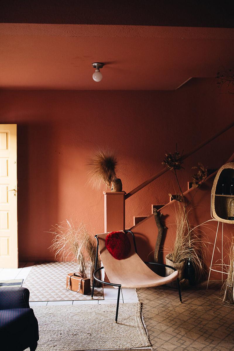 Palette de couleurs terracotta, rose, beige et brun // Pièce en total look terracotta