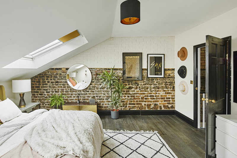 [ 3 décors imparfaits en blanc cassé et matériaux brut ] Chambre sous les combles avec murs en brique apparent