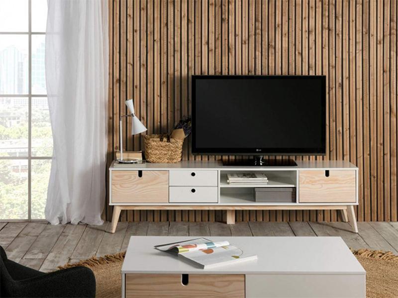 Comment meubler son salon avec harmonie ? // Meuble télé, blanc et bois clair, YUGO sur bobochicparis.com