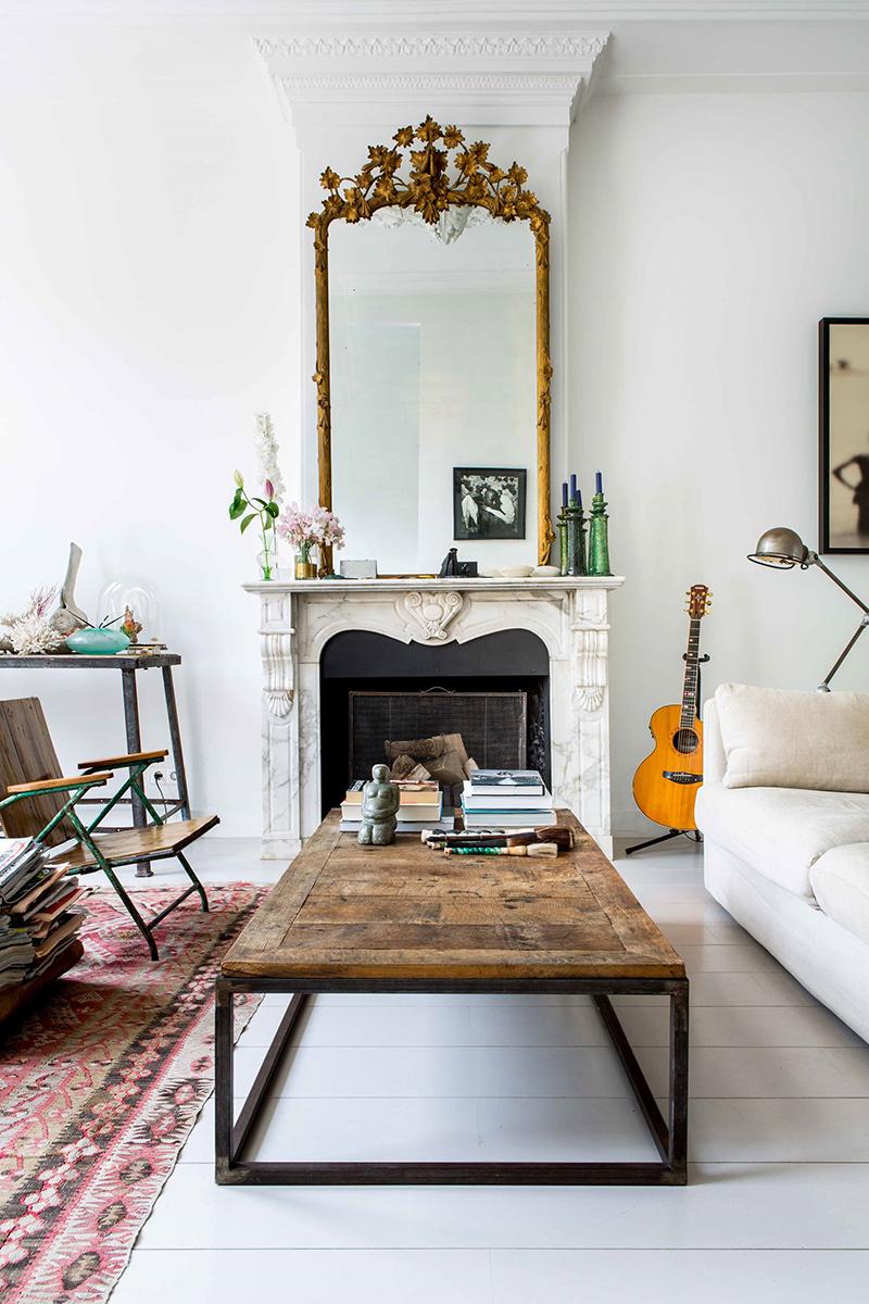 Visite déco sur Turbulences déco - Un magnifique coin salon mélangeant un mobilier ancien et moderne