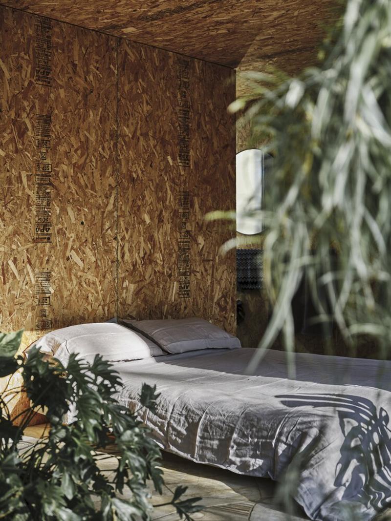 Casa Acton à Hobart, Tasmanie, architecte : Archier - Josh FitzGerald // Intérieur avec panneaux en OSB + la chambre