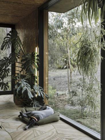 Casa Acton à Hobart, Tasmanie, maison en préfabriqué, architecte : Archier - Josh FitzGerald // Un mobile home connecté à l'extérieur