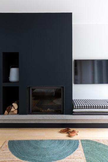 Aménagement intérieur d'une cheminée // Camille Hermand Projet Suresnes, 2020 - Rénovation partielle d'une maison de 160m²