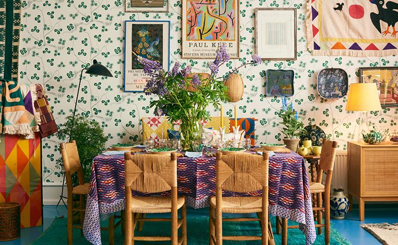 Ne pas avoir peur de mélanger motifs et couleurs dans son décor. On peut s'inspirer du style de la galerie danoise The Aparment.