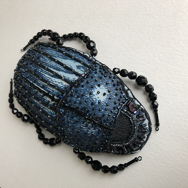 empreintes_scarabee_mural_bleu_nuit_agathe_you_agathe_gizardin-bertin