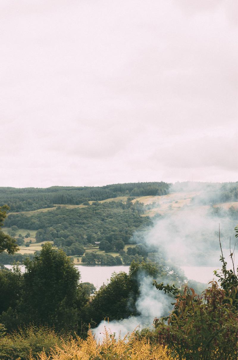 Une maison de campagne anglaise par le studio Field day avec vue sur les lacs