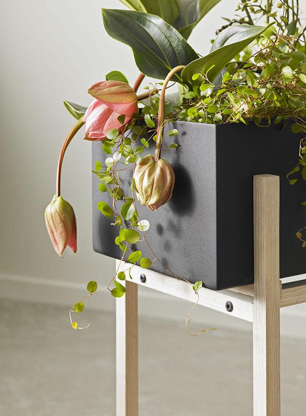 Jardinière sur pieds, Botanic Stand, design : Atelier 2+ pour Design House Stockholm