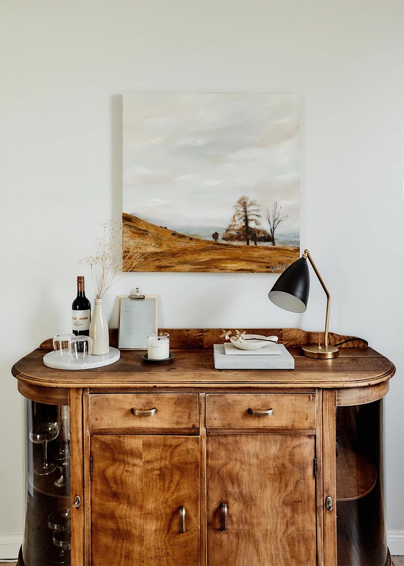 The Repose, chambre d'hôtes Dubbo, Australie // Salle à manger scandinave rustique mélangeant mobilier chiné et accessoires design