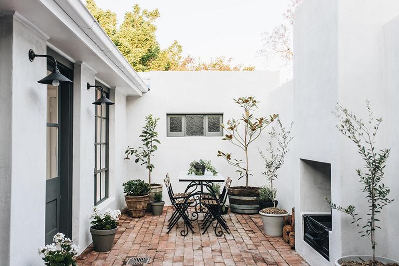 The Repose, chambre d'hôtes Dubbo, Australie // Cours extérieur avec sol en briques anciennes