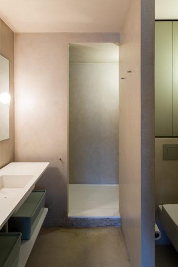 Appartement à l'aménagement tout en longueur - themodernhouse - Great Titchfield street // Petite salle de bains