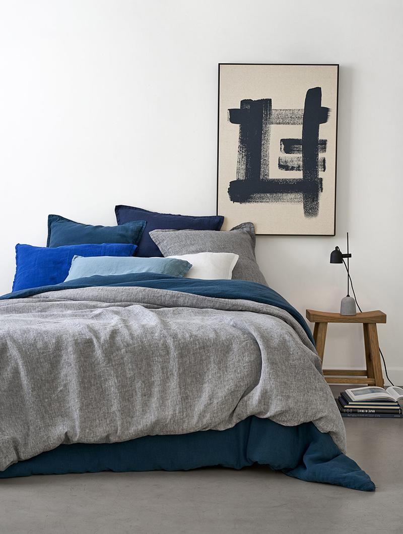 Catalogue La Redoute Intérieurs - Chambre à coucher de style Japandi avec lampe de chevet en métal et ciment, Porto