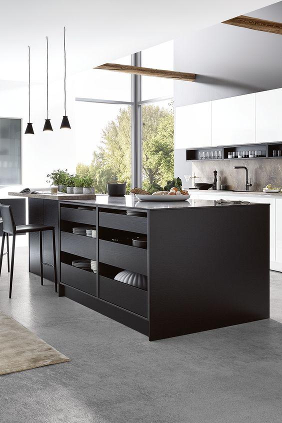 La cuisine avec îlot central // Cuisine Plus, modèle Don Andréas
