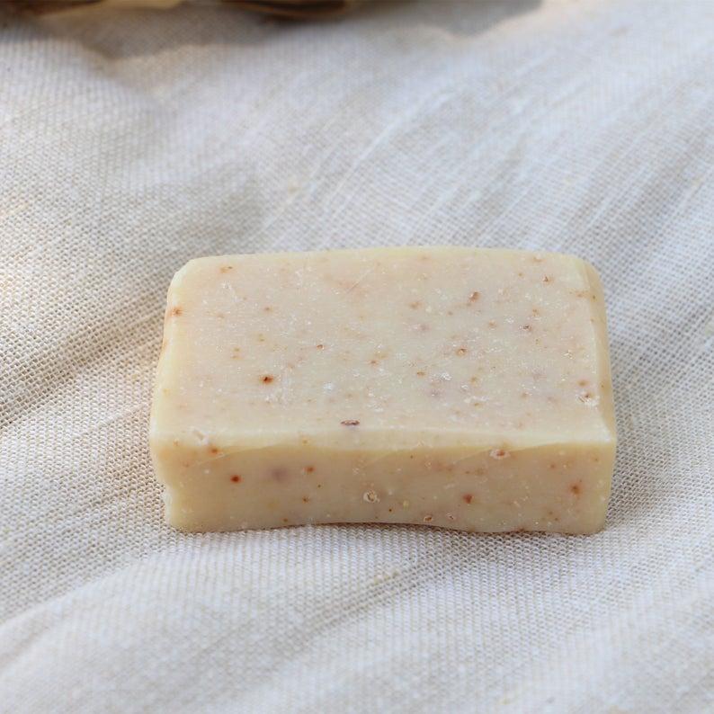 Savon exfoliant aux probiotiques, parfait pour les peaux à problèmes, 8,50 € les 100g sur la boutique Etsy Bamboon.