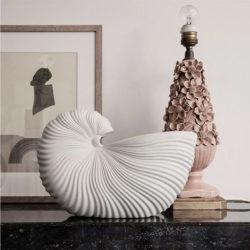 Pot de fleurs en grès, Shell, design : Trine Andersen pour Ferm Living